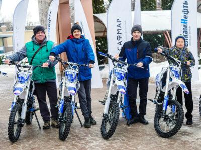 Гонщики детской мотошколы «БелкамМОТОспорт» получили новые мотоциклы