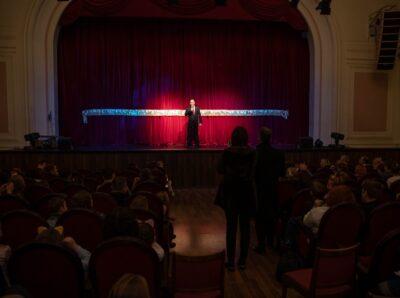 В ДК Железнодорожников Михаил Романов поздравил детей и родителей Фрунзенского района с Новым годом