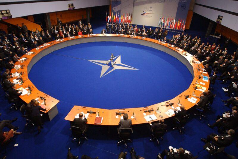 Россия предложила НАТО установить общие правила о минимальном расстоянии сближения самолетов и кораблей