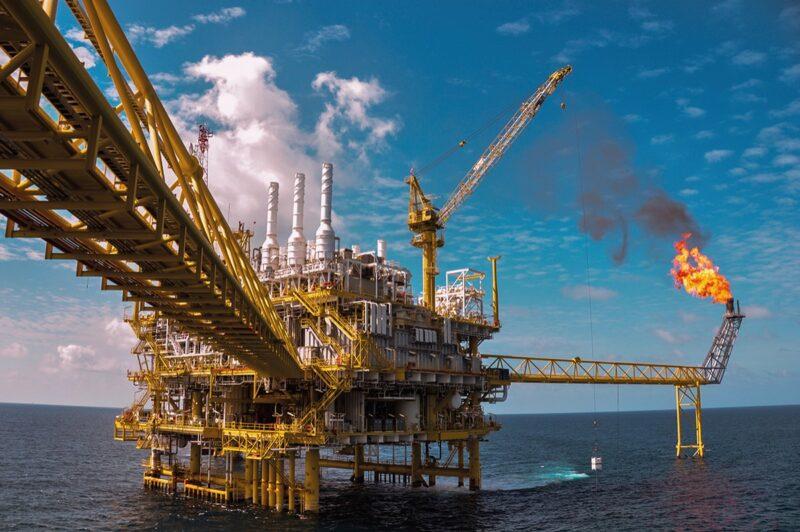 Владимир Путин поручил провести хеджирование нефтегазовых доходов России