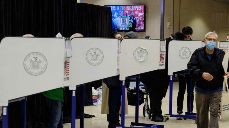 Эксперты прокомментировали ситуацию на валютном рынке РФ накануне президентских выборов в США