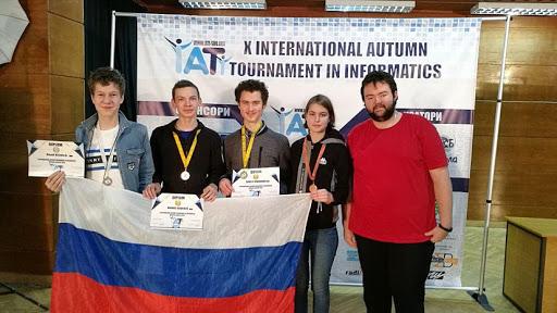 Пять медалей выиграно московскими школьниками на осеннем турнире по информатике в Болгарии