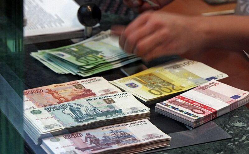 Россия постепенно уходит от доллара – эксперты