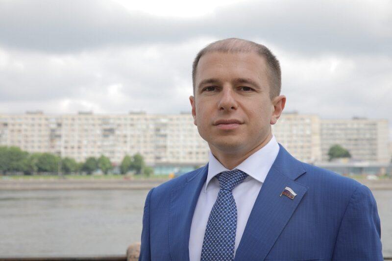 Михаил Романов поздравил юных петербуржцев с Днем молодежи