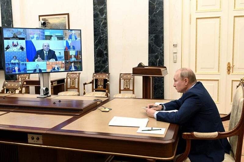 Путин указал на низкие темпы реализации нацпроектов