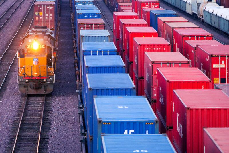 РЖД разрешит перевозки грузовых контейнеров в полувагонах