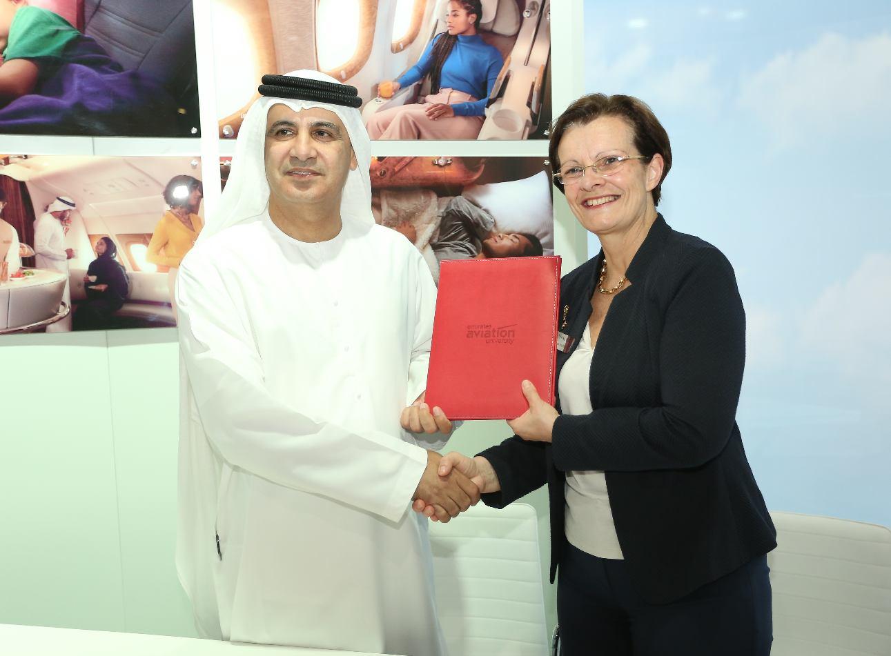 Dubai Airshow 2017 : partenariat entre Thales et l'Emirates Aviation University