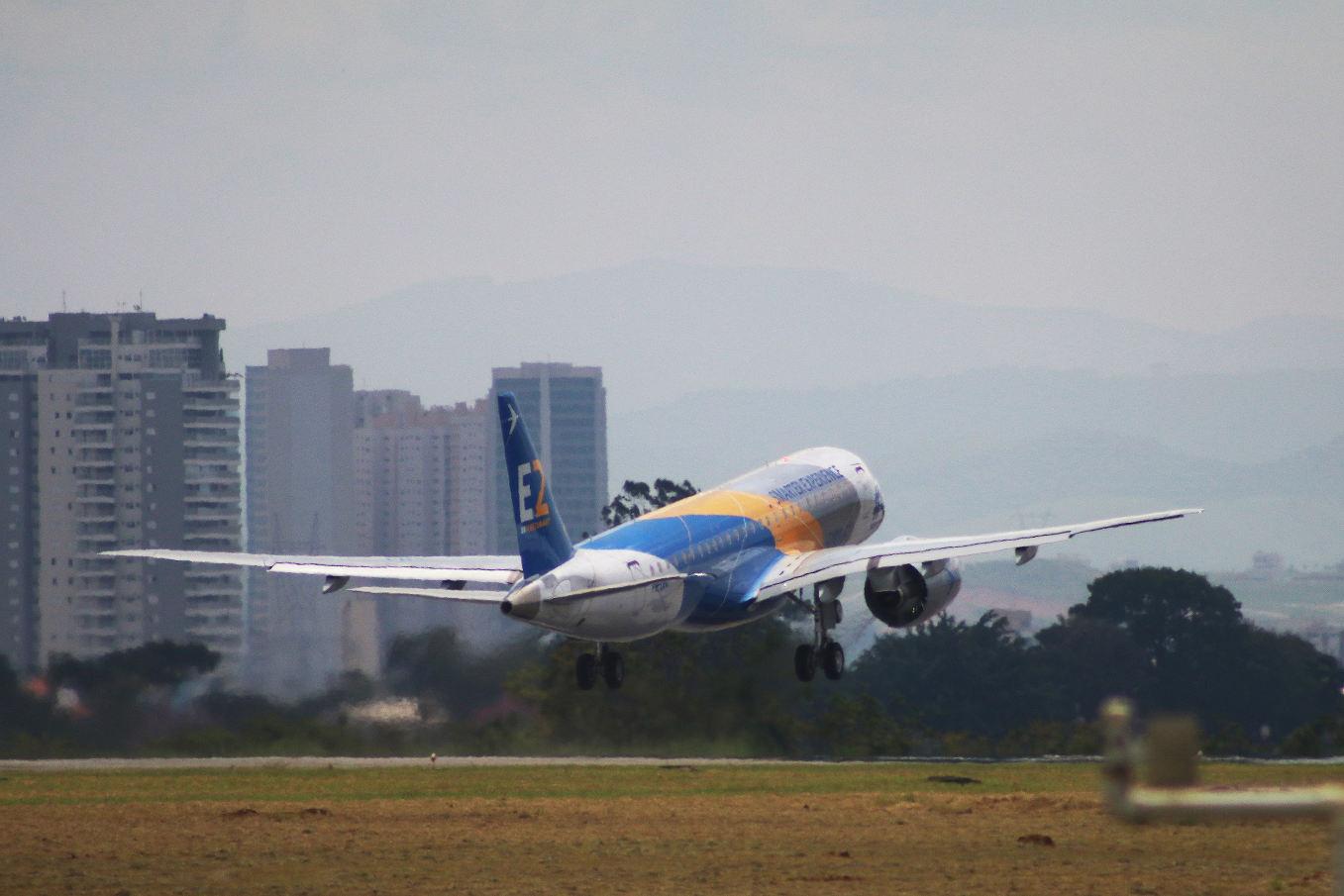 Le quatrième prototype de l'Embraer E190-E2 vole