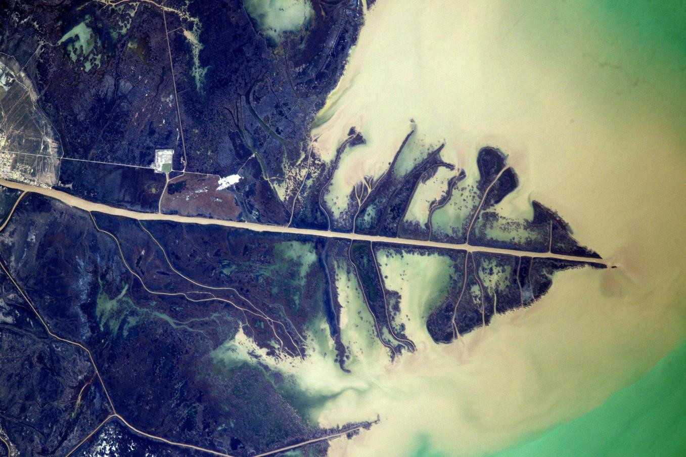 La Terre dans l'oeil de Thomas Pesquet #77 : à l'embouchure de l'Oural, entre l'Europe et l'Asie