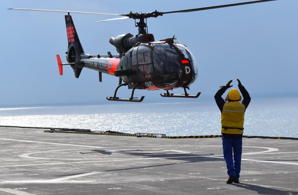 A bord du Dixmude : Opérations amphibies, opérations combinées