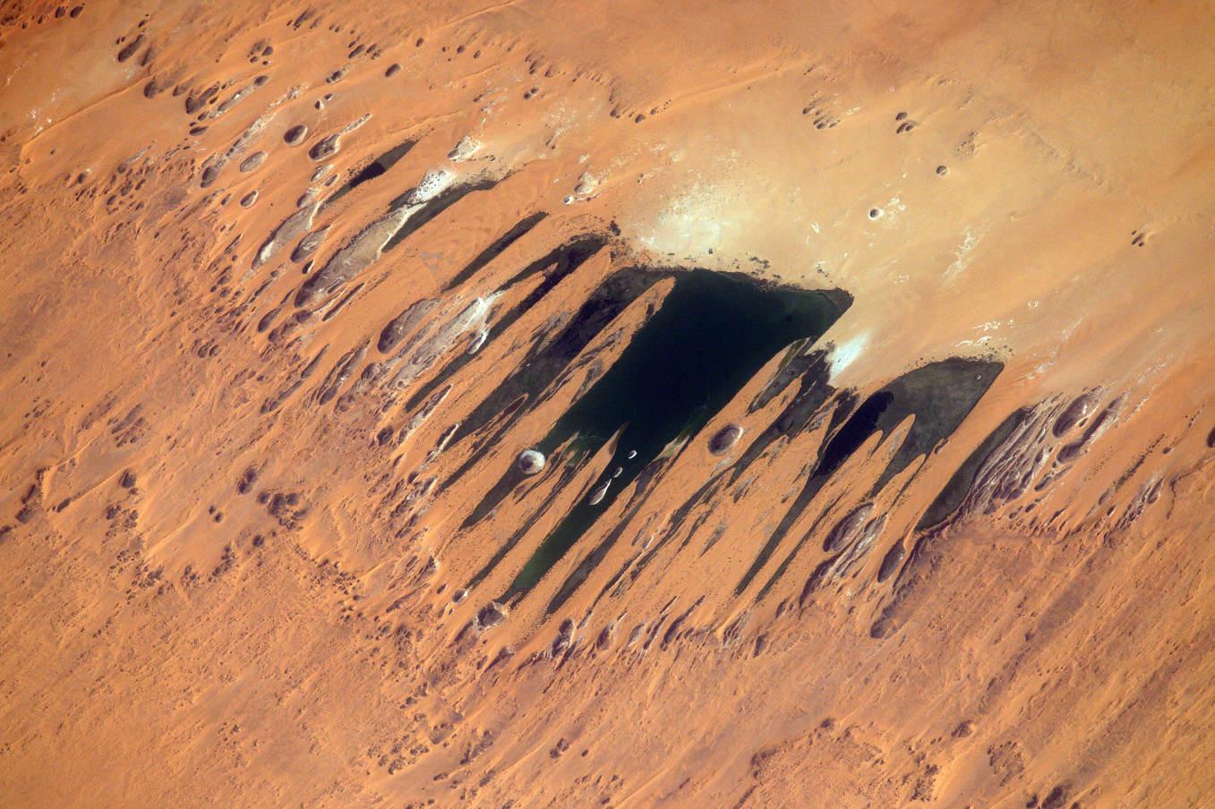 La Terre dans l'oeil de Thomas Pesquet #56 : les lacs d'Ounianga ou « les griffes de tigre »
