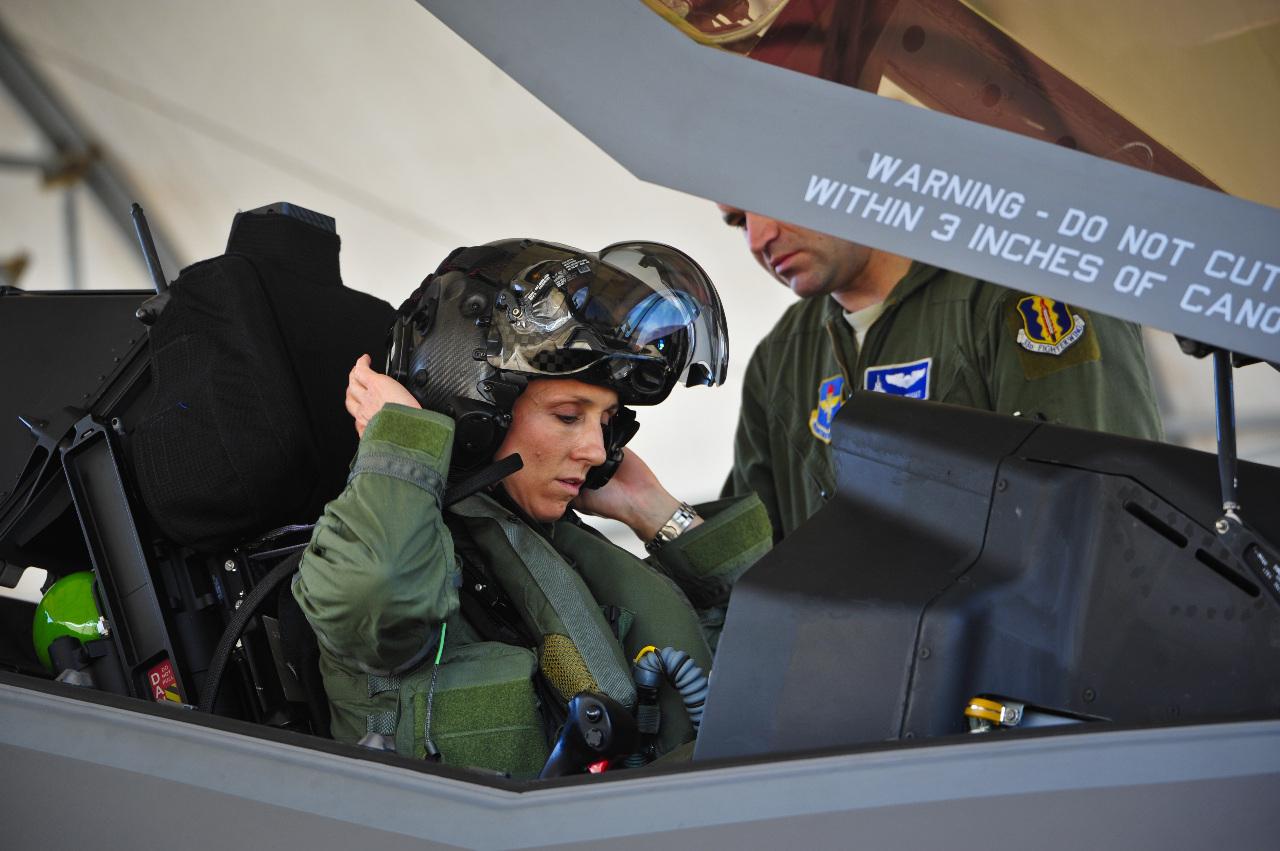 L'image : Premier vol à Eglin AFB pour la première femme pilote de F-35