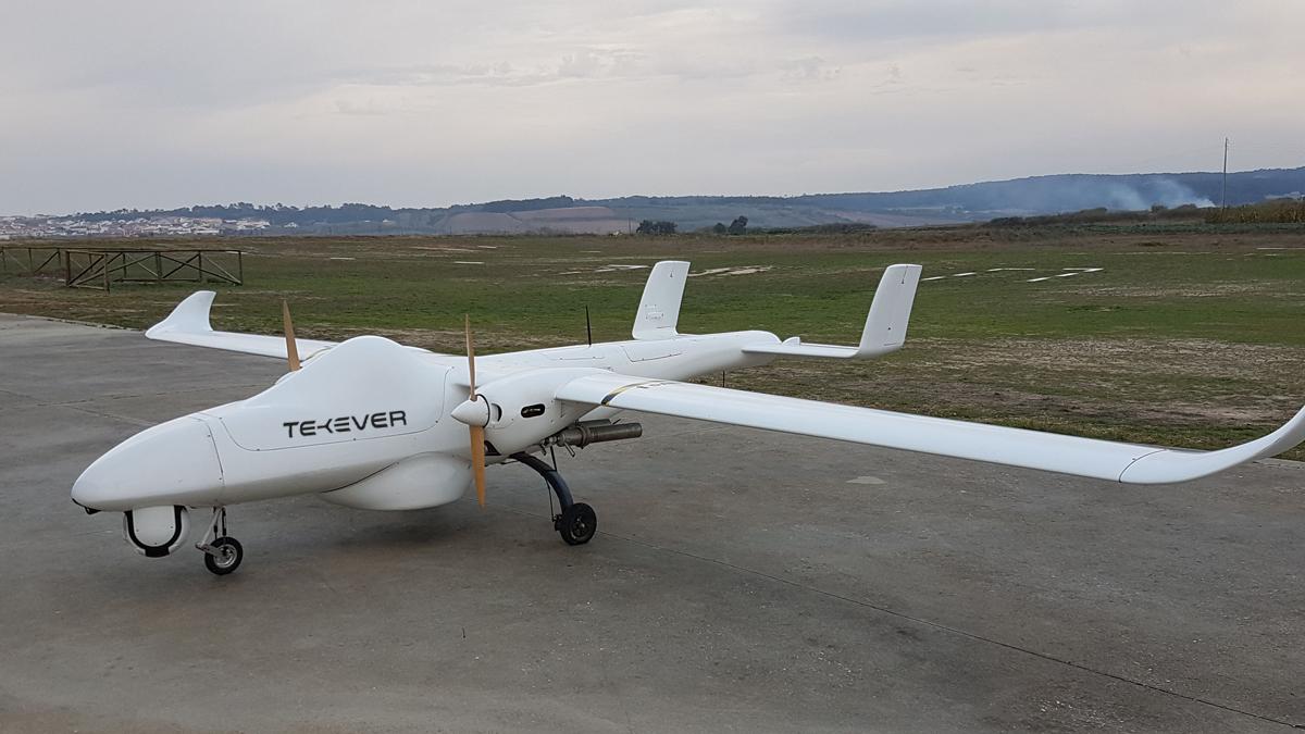 La Marine fait voler le drone AR5 Tekever en Méditerranée