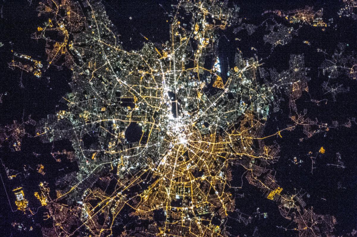 Depuis l'espace, la ville de Berlin reste coupée en deux