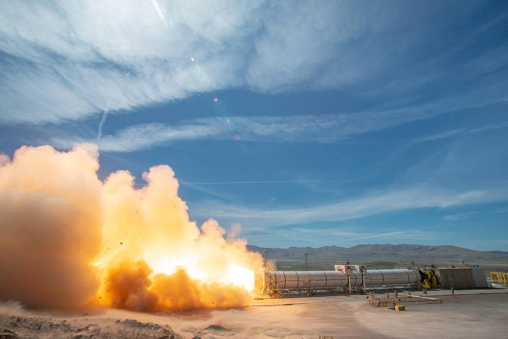 Test complet d'un propulseur du futur lanceur lunaire américain