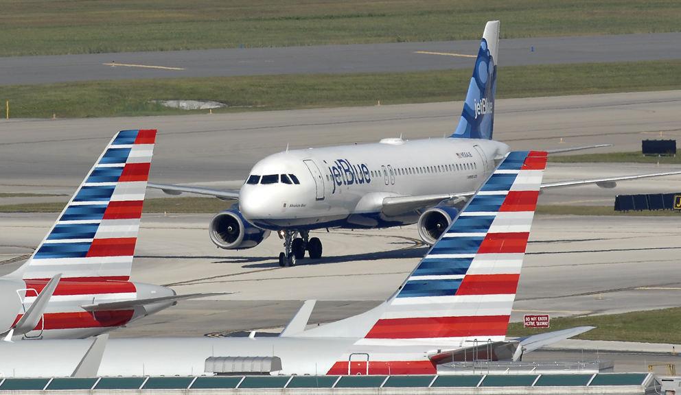 Le premier vol américain se pose à Cuba mercredi