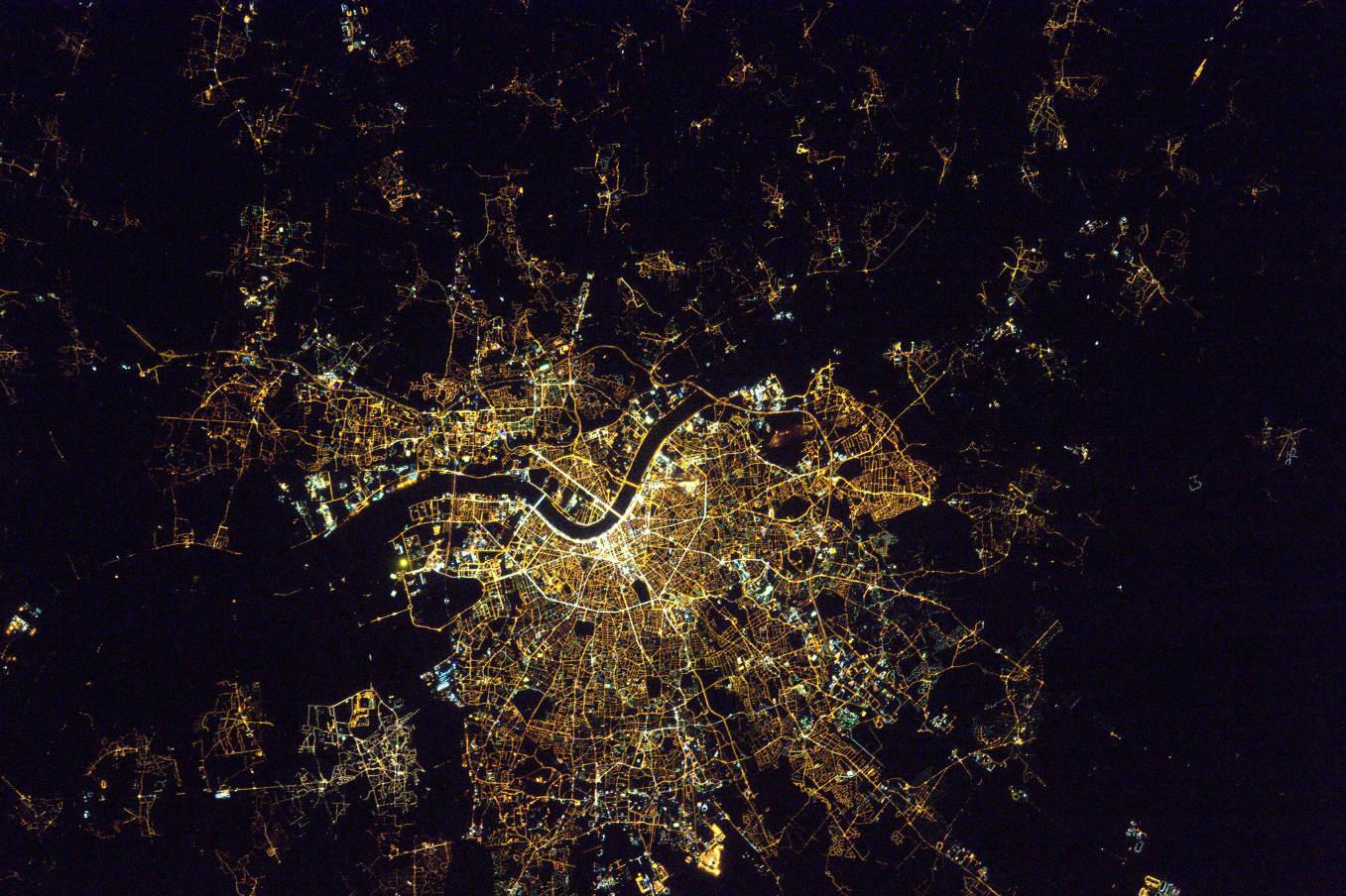La Terre dans l'oeil de Thomas Pesquet #11 : Bordeaux la nuit