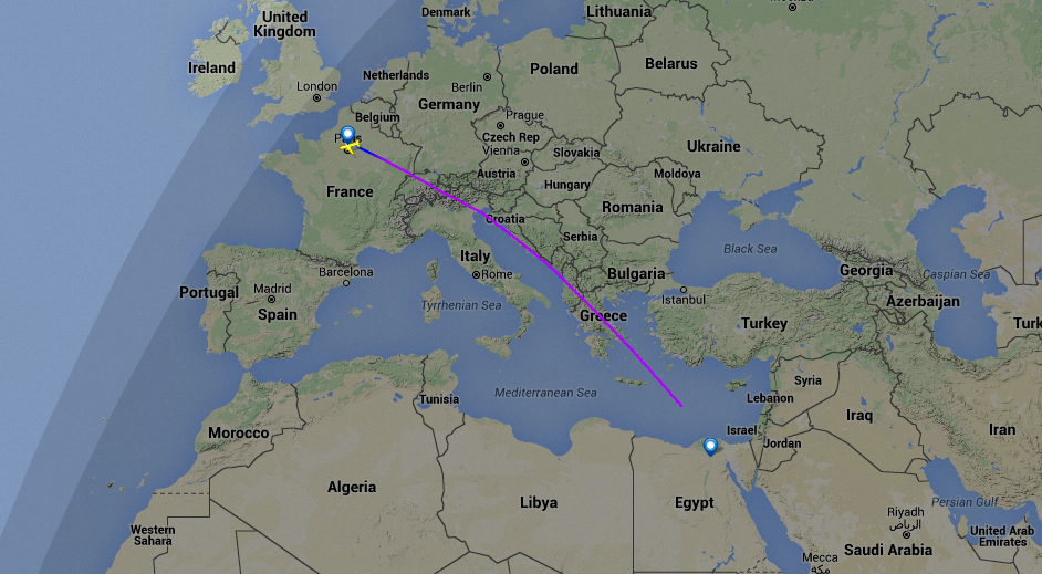 Crash d'Egyptair : l'avion a effectué deux virages brutaux et a chuté de 22 000 pieds
