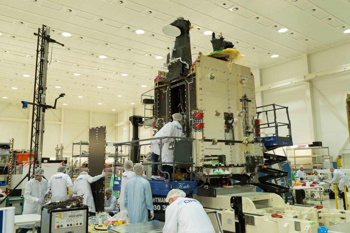 Le premier satellite SmallGEO d'OHB en essais chez IABG