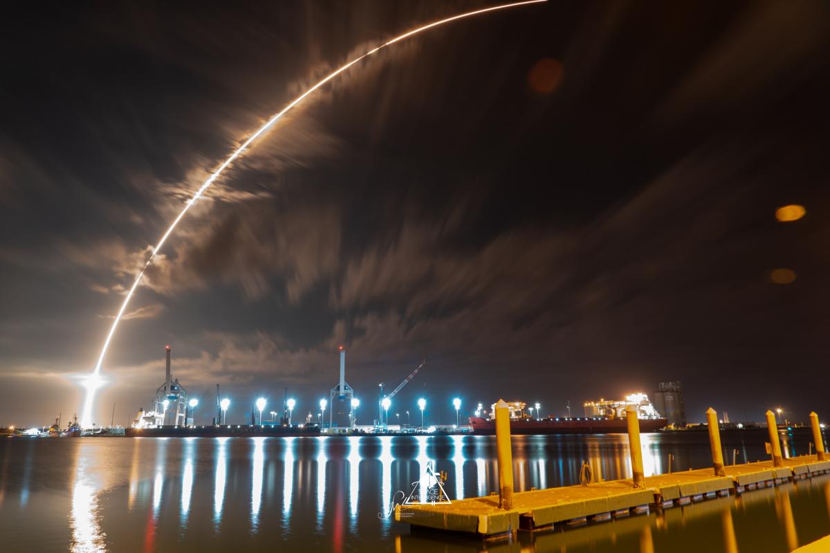 Un Falcon 9 dans le ciel de Port Canaveral