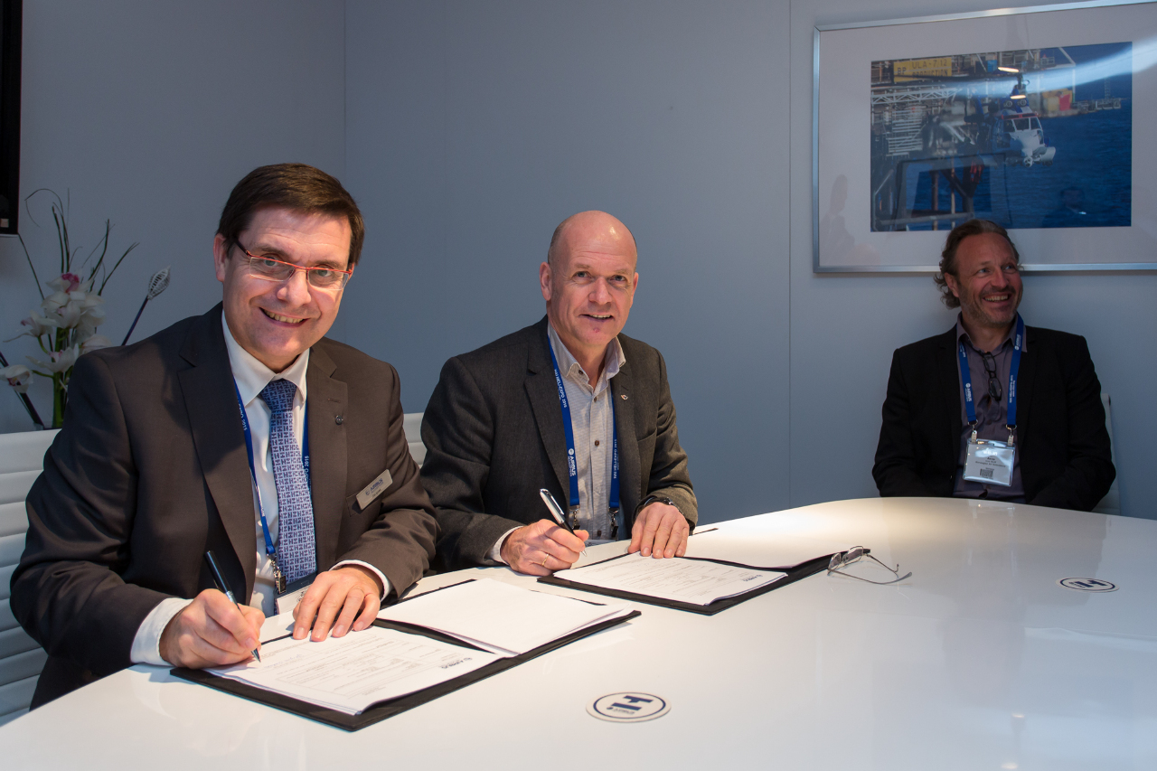 Norsk luftambulanse commande trois Airbus Helicopters H135