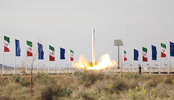 L'Iran a lancé son premier satellite militaire