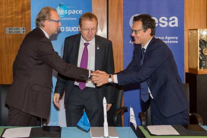 Arianespace engrange deux contrats de lancement