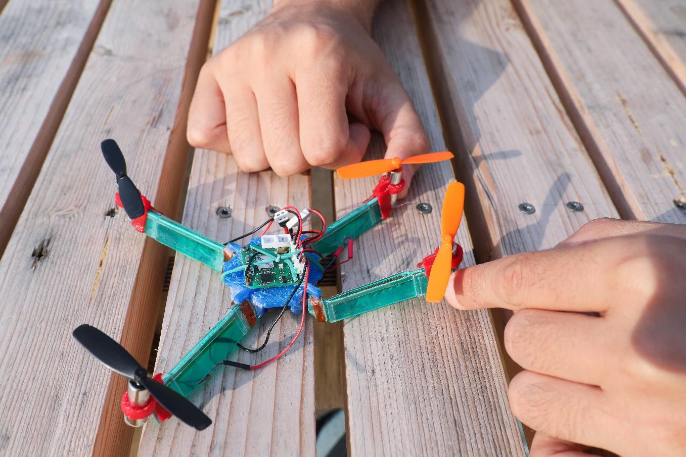 L'EPFL met au point un drone résistant aux chocs