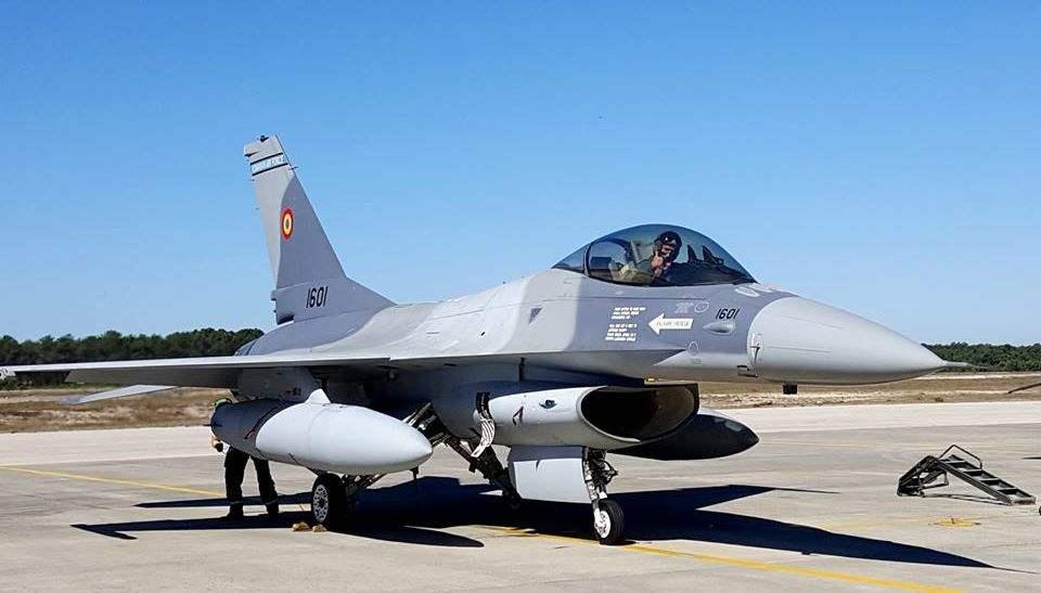 La Roumanie reçoit ses premiers F-16