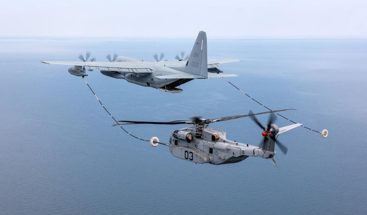 Le CH-53K se ravitaille sur KC-130J