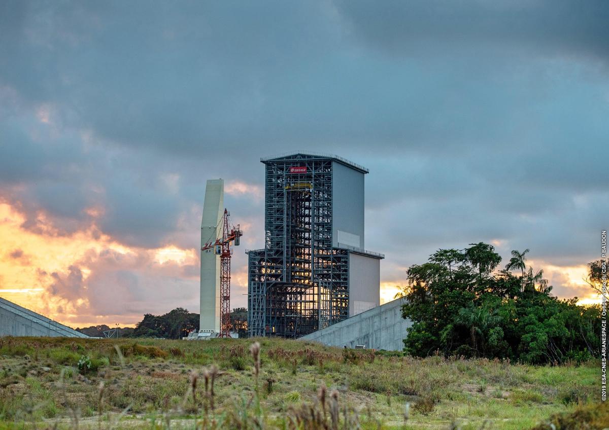 Premier roulage du portique mobile d'Ariane 6