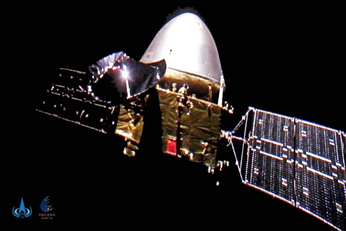 La sonde chinoise Tianwen photographiée en route vers Mars