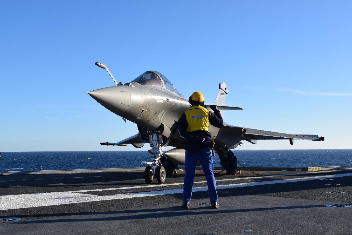 """Départ en mission du porte-avions """"Charles de Gaulle"""""""