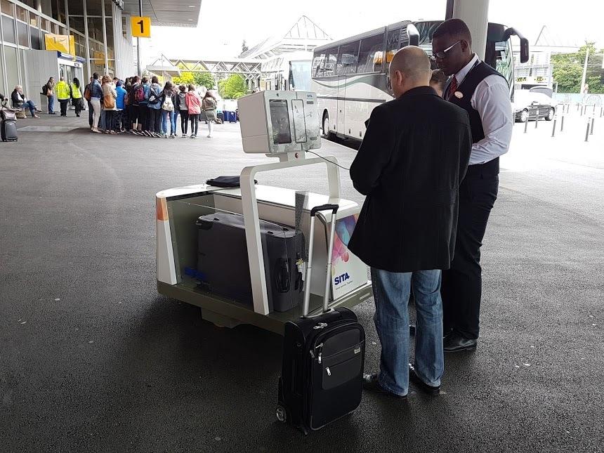 Les aéroports s'essaient désormais aux robots