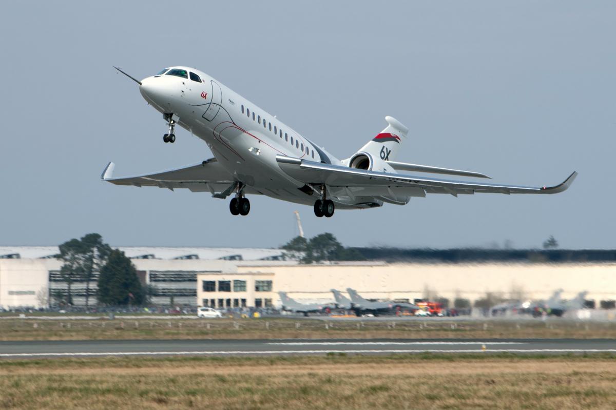 Le Dassault Falcon 6X vole