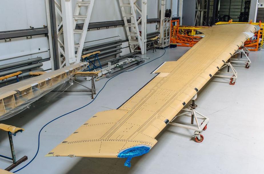 MC-21  : La première voilure avec panneau externe en composites produite en Russie a été livrée à Irkout