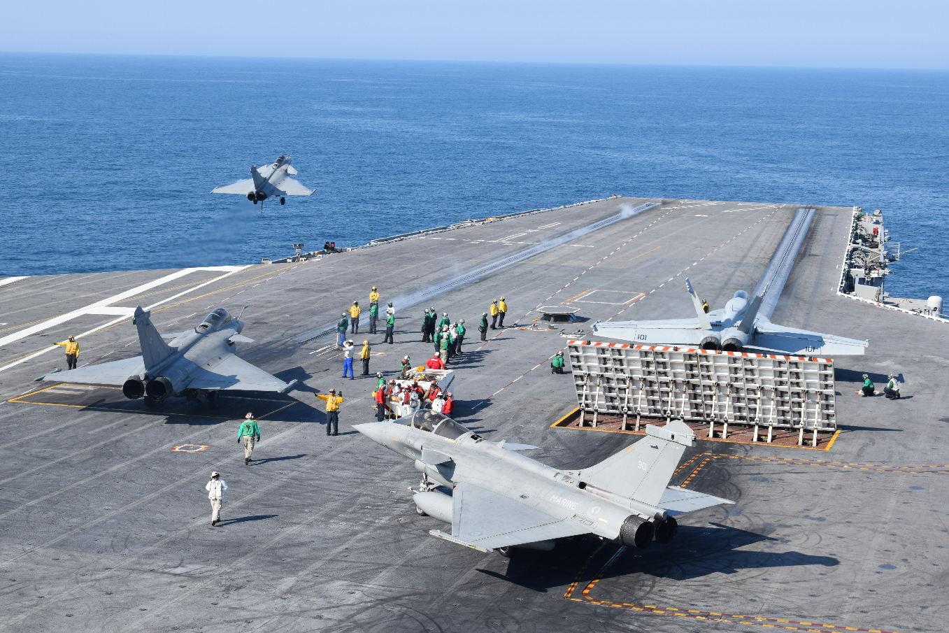 L'aéronavale française à bord de l'USS Bush