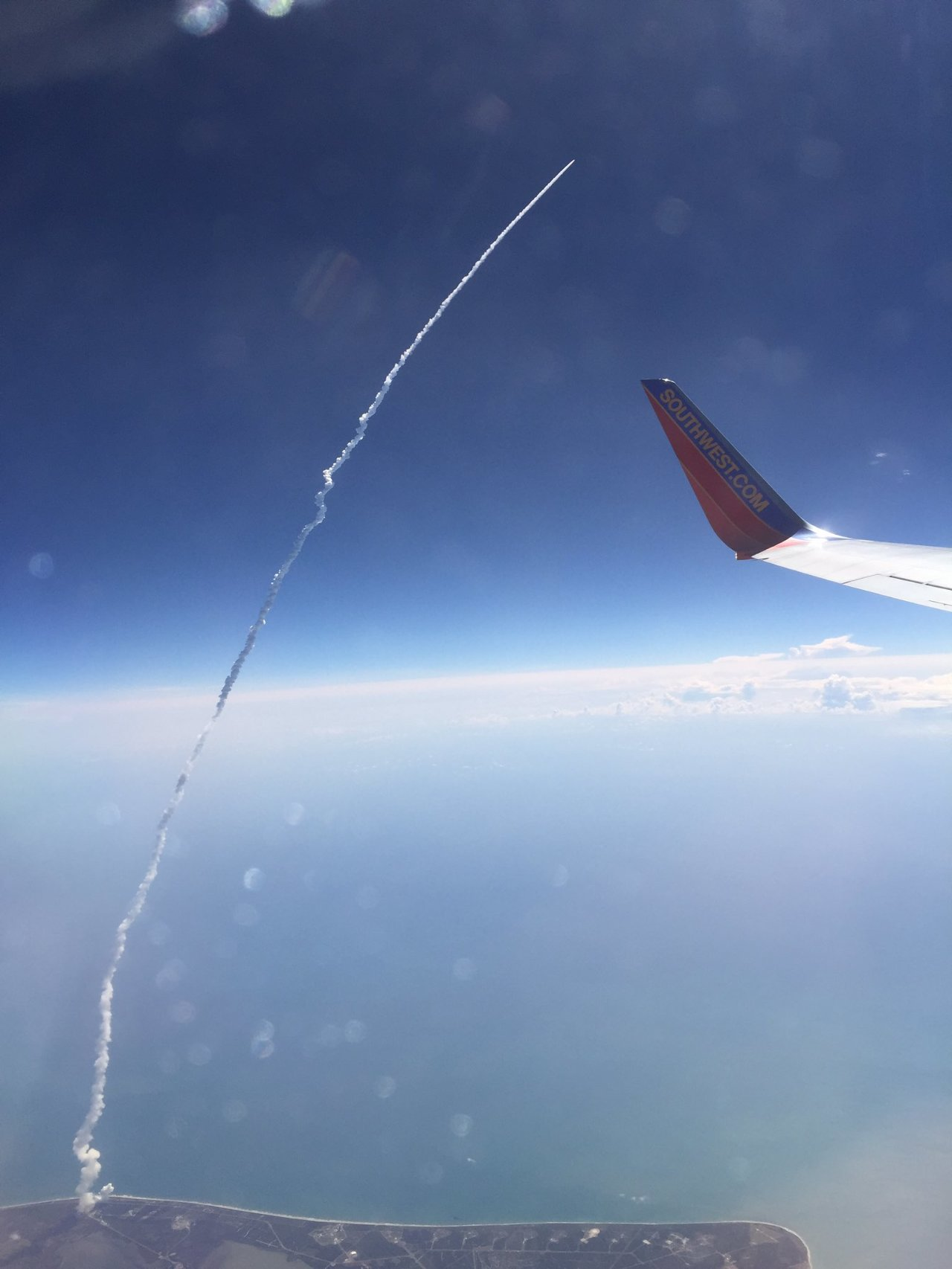 Un décollage d'Atlas V... vu d'un 737