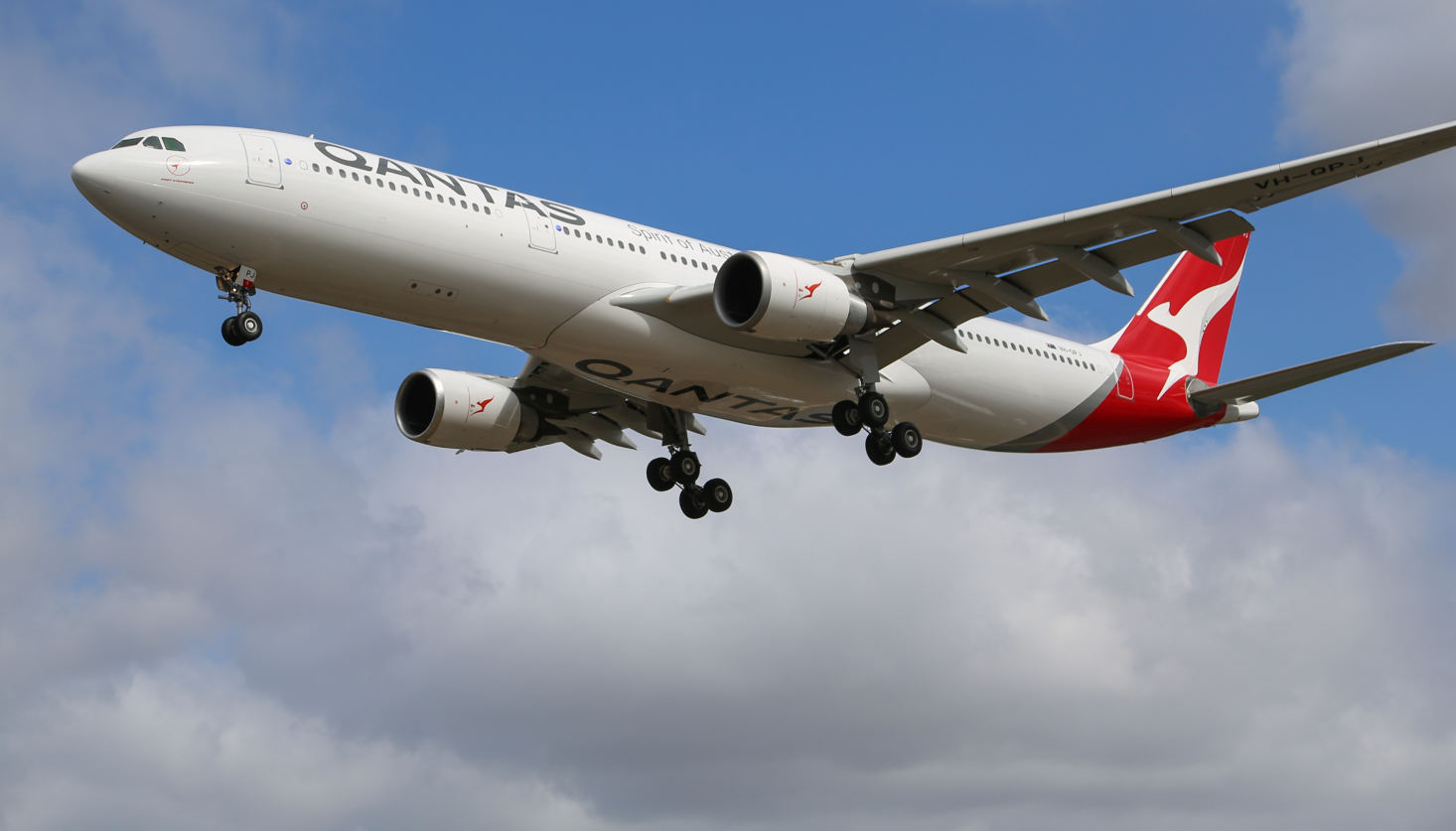 Qantas commits to second pilot academy site