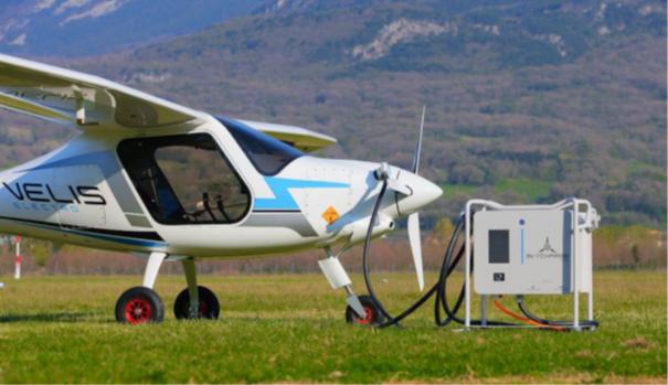 Skycharge, la première borne de rechargement pour avions électriques et ADAVe