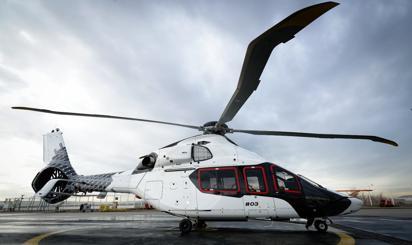 Commandes H160 : Airbus en garde sous la pédale