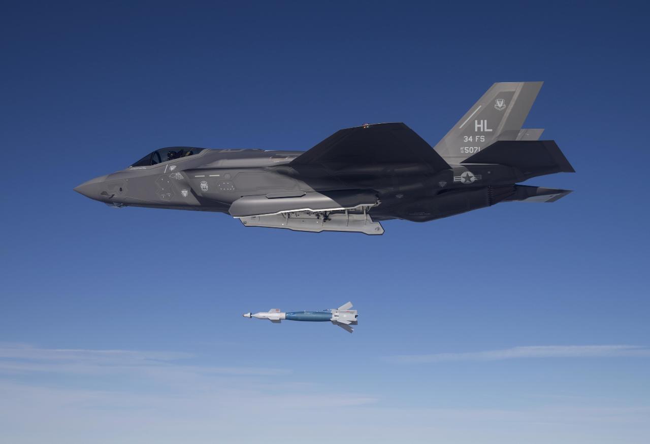 Le F-35A largue désormais des GBU-12