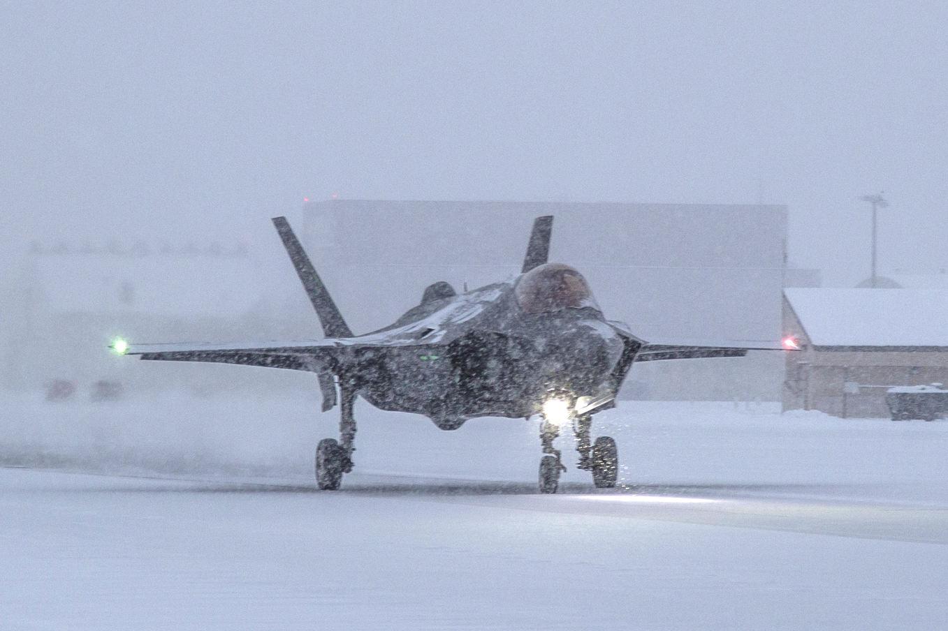 Essais du parachute-frein du F-35A norvégien en Alaska