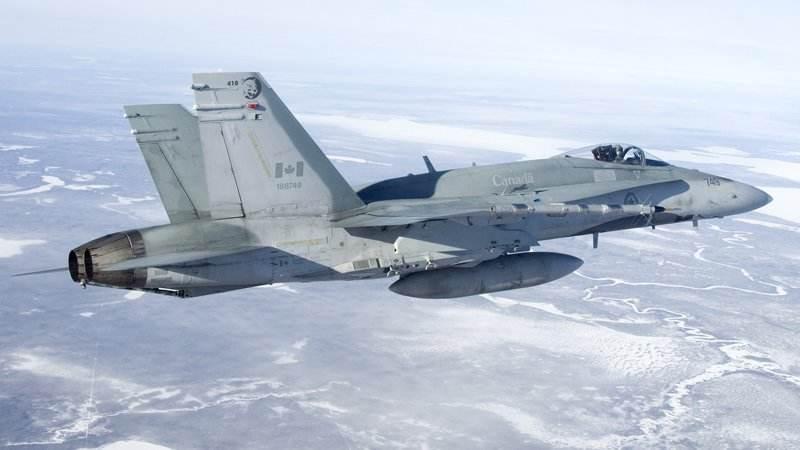 Un F-18 canadien s'écrase