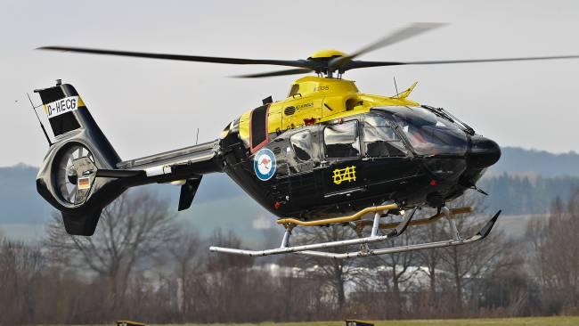 Australie: l'hélicoptère d'entrainement militaire EC135 T2+ prend les airs