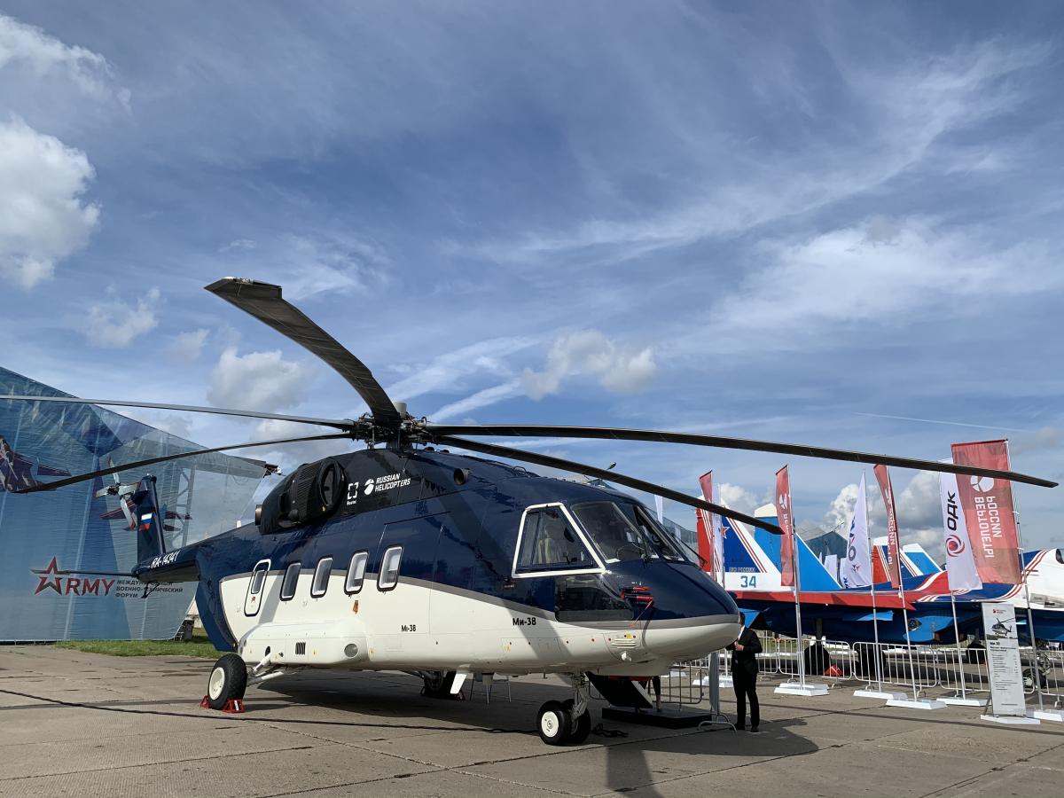 Russian Helicopters travaille sur un hélicoptère embarqué