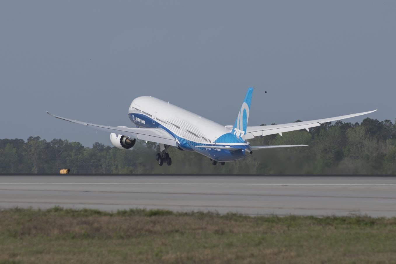 Le Boeing 787-10 décolle pour la première fois
