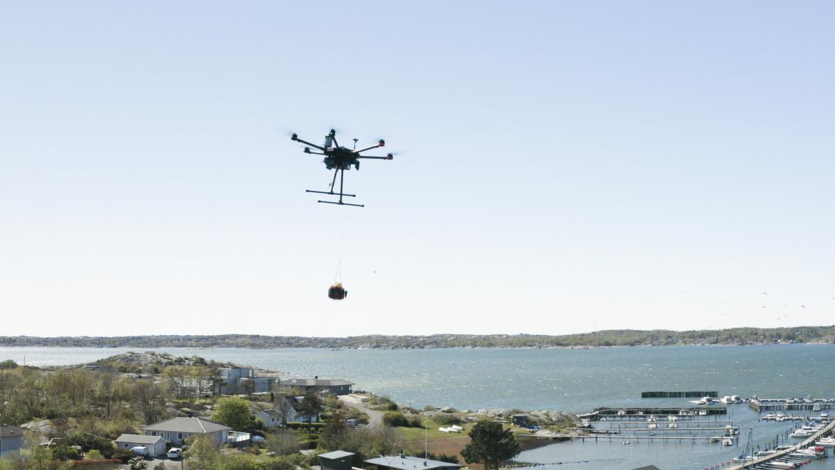 La Suède expérimente la livraison de défibrillateurs par drone