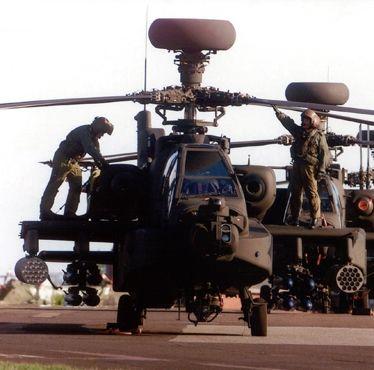 Leonardo se charge du MCO des hélicoptères Apache britanniques