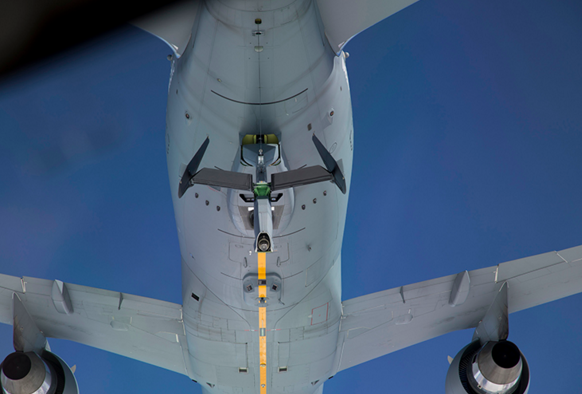 Deux Boeing KC-46 se ravitaillent en vol